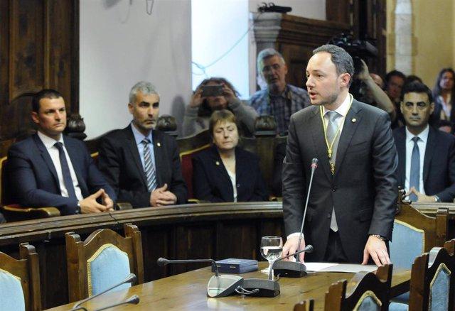 Xavier Espot jura com a cap de Govern d'Andorra el 16 de maig del 2019 (Arxiu)