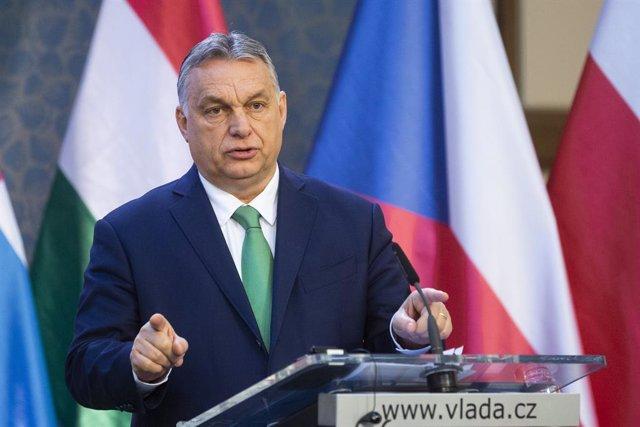 Coronavirus.- Hungría cierra los centros educativos este lunes y establece una n