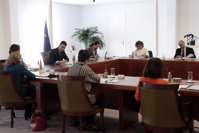 El president del Govern, Pedro Sánchez, presideix el Consell de Ministres extraordinari per aprovar mesures per contenir el coronavirus