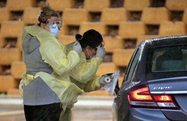 Imagen de unos trabajadores sanitarios.