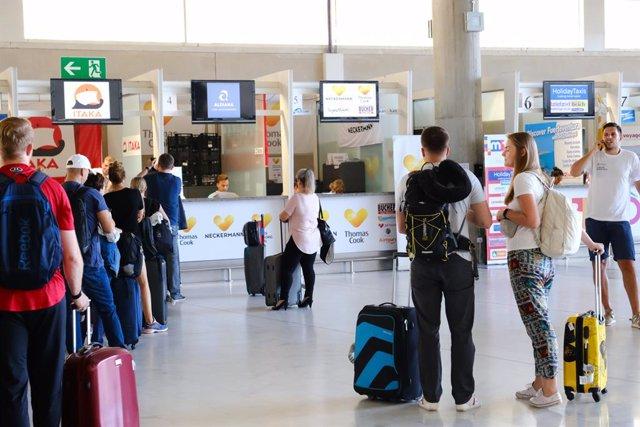 Coronavirus.- Reino Unido recomienda no viajar a España tras la declaración del