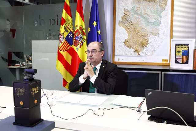 El Presidente de Aragón, Javier Lambán, participa en la videoconferencia que todos los presidentes autonómicos mantienen con el Presidente del Gobierno de España, Pedro Sánchez, con motivo de la incidencia por el coronavirus