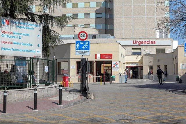 Puerta de Urgencias del Hospital Gregorio Marañón un día después de declarase el estado de alarma