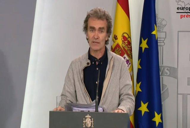 El director del Centro de Coordinación de Alertas y Emergencias Sanitarias, Fernando Simón, durante una rueda de prensa en Moncloa