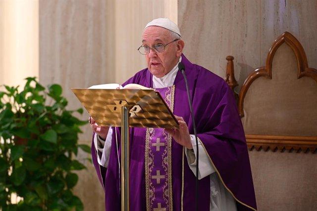 Coronavirus.- El Papa alerta ante los casos de indignación por el confinamiento,