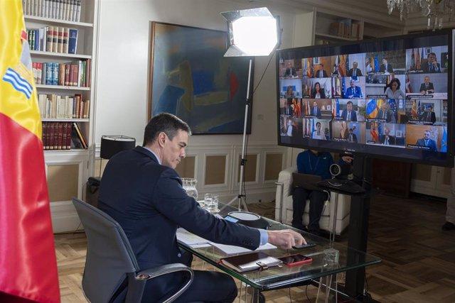 El presidente del Gobierno, Pedro Sánchez, durante la videoconferencia con los presidentes autonómicos desde la Moncloa para tratar la crisis del coronavirus, en Madrid, (España), a 15 de marzo de 2020.