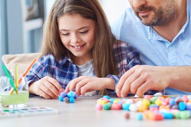 Imagen recurso de entretenimiento en casa con los niños durante la crisis del coronavirus