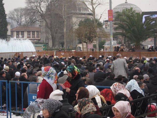 AMP.-Coronavirus.-Turquía suspende las oraciones en todas las mezquitas por el c