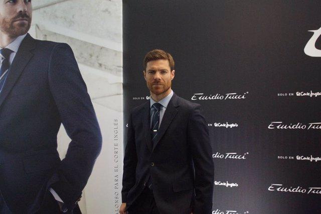 Varios.- Xabi Alonso, Felipe VI y Casillas, los mejor vestidos de 2020 para los