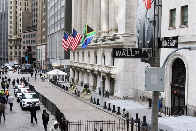 Economía.- El Dow Jones pierde casi un 13% al cierre de la segunda peor sesión d