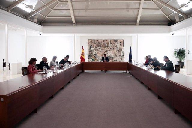 El presidente del Gobierno, Pedro Sánchez, preside la reunión del Gabinete del Seguimiento del Estado de Alarma a causa del coronavirus, en el Complejo de La Moncloa, en Madrid (España), a 16 de marzo de 2020.