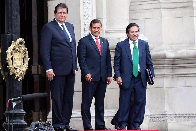 El presidente peruano, Ollanta Humala, con Alejandro Toledo y Alan García