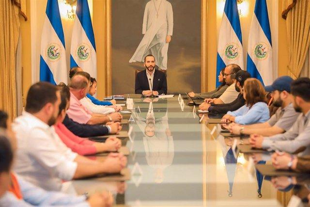 El presidente de El Salvador, Nayib Bukele, y sus ministros