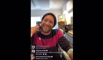 Vídeo del concierto de Chris Martin tocando éxitos de Coldplay y versionando a David Bowie