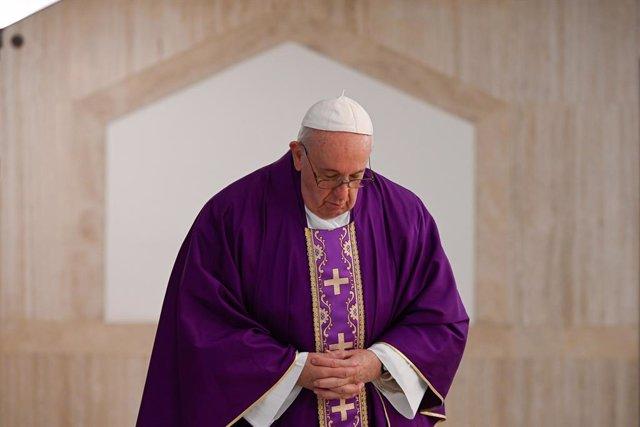 Coronavirus.- El Papa reza por los ancianos que están solos y con miedo ante la