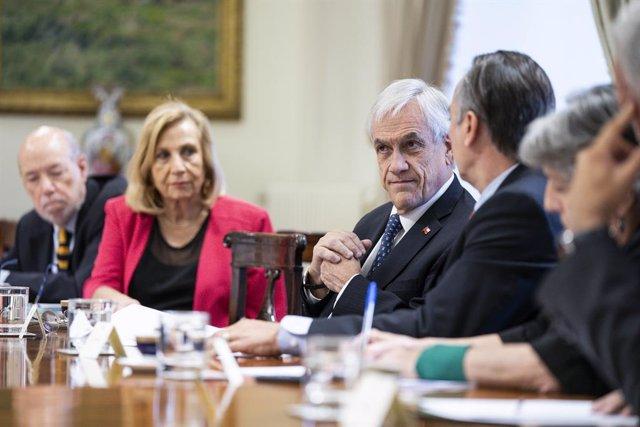 Chile cierra fronteras y los partidos acuerdan aplazar el plebiscito constitucio