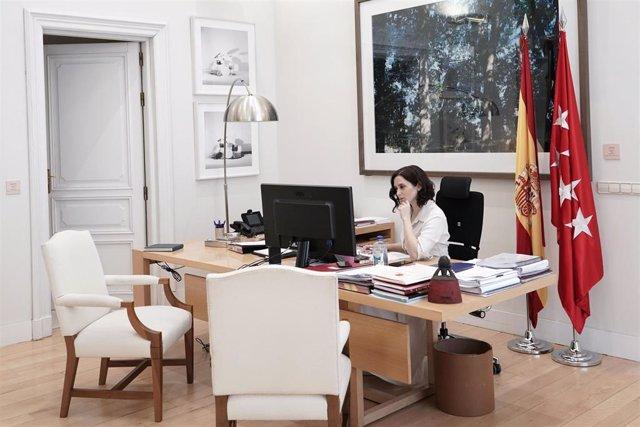 Díaz Ayuso en su despacho el pasado 15 de marzo. Achivo.