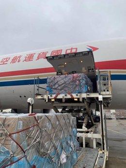 Material médico de China que ha llegado al aeropuerto de Zaragoza para ayudar a España en la lucha contra el coronavirus