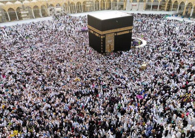 Coronavirus.- Arabia Saudí cierra todas las mezquitas y suspende los rezos del v