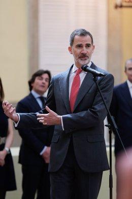 El Rei Felipe VI rep en audiència als escolars guanyadors de la XXXVIII edició del concurs escolar, `Què és un Rei per a tu?, que convoca la Fundació Institucional Espanyola (FIES) i patrocinat per la Fundació Orange, que el seu objectiu és el d'acerc