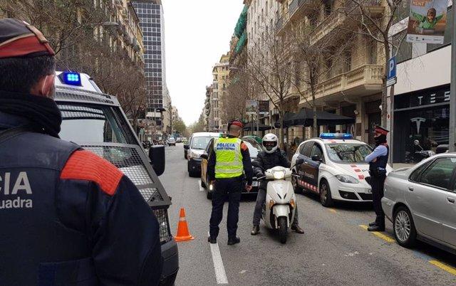 Els mossos detenen tres traficants de droga durant els controls de mobilitat