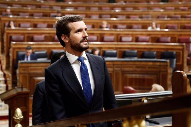 El presidente del Partido Popular, Pablo Casado, asiste al pleno del Congreso donde Pedro Sánchez explica las medidas para paliar las consecuencias de la pandemia provocada por el coronavirus, en Madrid (España), a 18 de marzo de 2020.