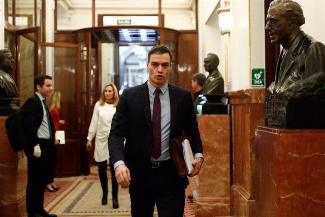 El presidente del Gobierno, Pedro Sánchez, a su llegada este miércoles al Congreso de los Diputados para explicar la declaración del estado de alarma y las medidas para paliar las consecuencias de la pandemia provocada por el coronavirus, en Madrid (Españ