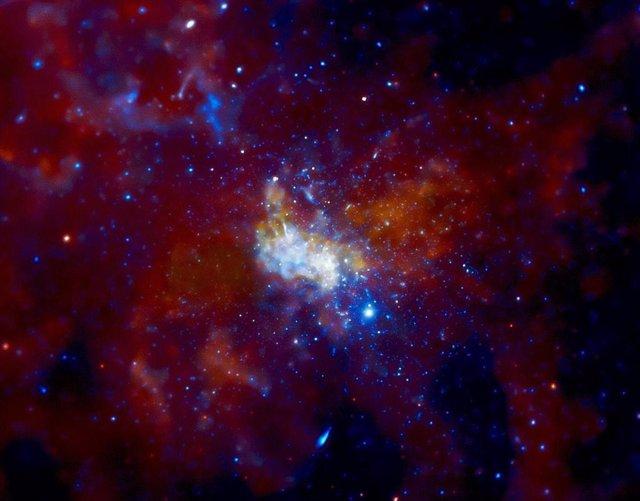 Aumento de actividad en el agujero negro central de la galaxia