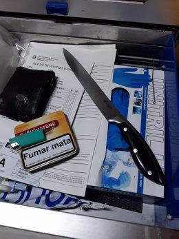 Ganivet confiscat a un home que ho usava per amenaçar en el carrer a Manresa (Barcelona)