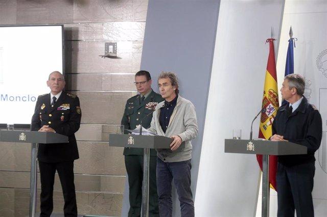 (I-D) El DAO de la Policía, José Ángel González; el DAO de la Guardia Civil, Laurentino Ceña; el director del Centro de Coordinación de Alertas y Emergencias Sanitarias, Fernando Simón; y el general del Ejército del Aire Miguel Ángel Villarroya