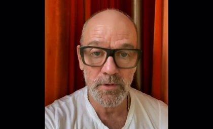 Michael Stipe canta 'It's the end of the world as we know it' de R.E.M. y recuerda cómo combatir al coronavirus
