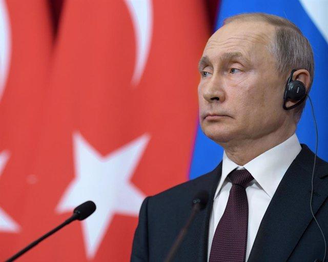 Vladímir Putin, durant una roda de premsa a Moscou amb el president de Turquia, Recep Tayyip Erdogan