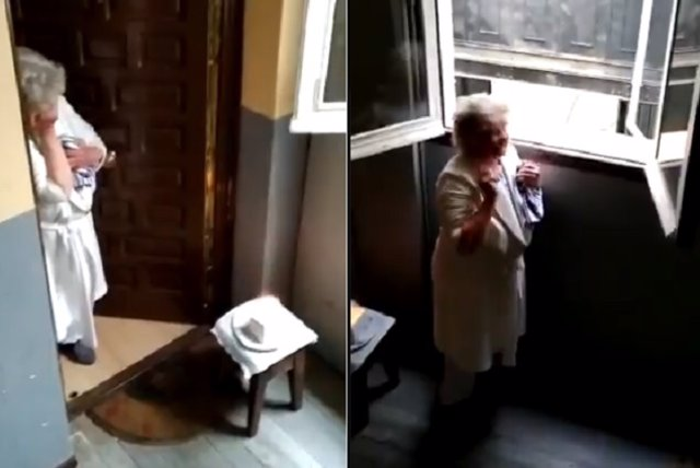 Los vecinos de una comunidad de Lavapiés, Madrid, sorprenden por su cumpleaños a una octogenaria que vive sola