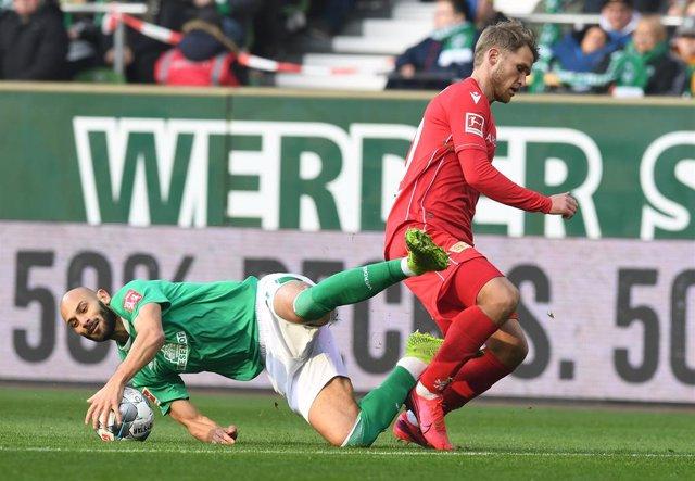 Fútbol.- La Bundesliga se plantean recortar salarios de jugadores por al coronav