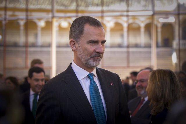 El Rei Felipe VI a la seva arribada a l'acte d'entrega dels premis taurins i universitaris de la Real Maestranza de Cavalleria, a la Plaça de Toros Real Maestranza de Sevilla, a 20 de febrer de 2020. Arxiu.