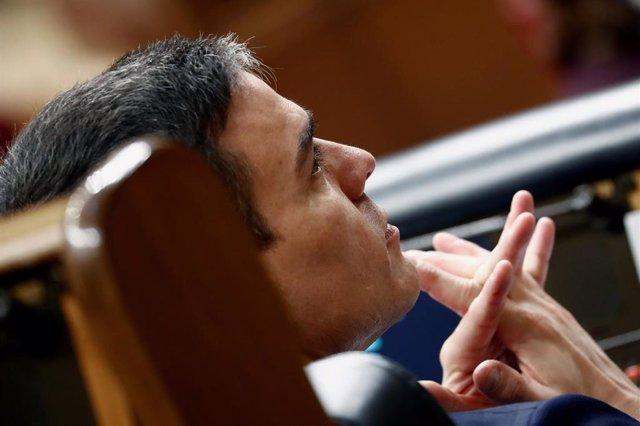 El presidente del Gobierno, Pedro Sánchez, durante el pleno extraordinario para explicar la declaración del estado de alarma y las medidas para paliar las consecuencias de la pandemia provocada por el coronavirus, en Madrid (España), a 18 de marzo de 2020