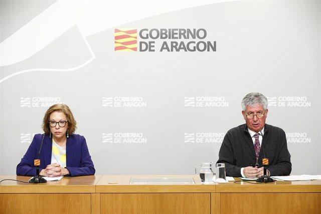 La consejera de Sanidad, Pilar Ventura, y el gerente del Salud, Javier Marión.