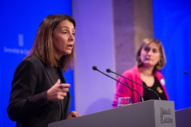 La consellera de Presidència i portaveu del Govern, Meritxell Budó (i) i la consellera de Salut, Benestar i Ciutadania, Alba Vergès (d) en roda de premsa posterior al Consell Executiu, a 3 de desembre de 2019. Arxiu.