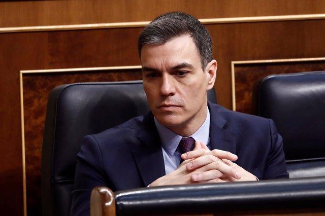 El president del Govern, Pedro Sánchez, durant el ple extraordinari per explicar la declaració de l'estat d'alarma i les mesures per pal·liar les conseqüències de la pandèmia provocada pel coronavirus, a Madrid (Espanya), a 18 de març de 2020