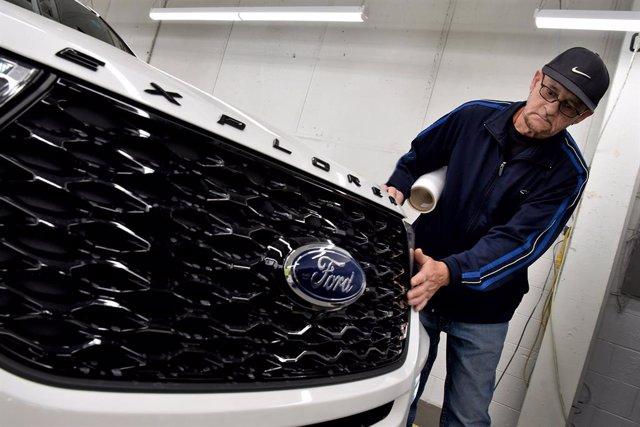 Economía/Motor.- Ford suspende temporalmente la producción en Norteamérica para