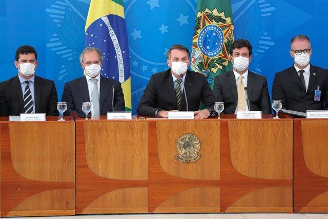 Coronavirus.-Bolsonaro es objeto de un 'cacerolazo' por su gestión del coronavir