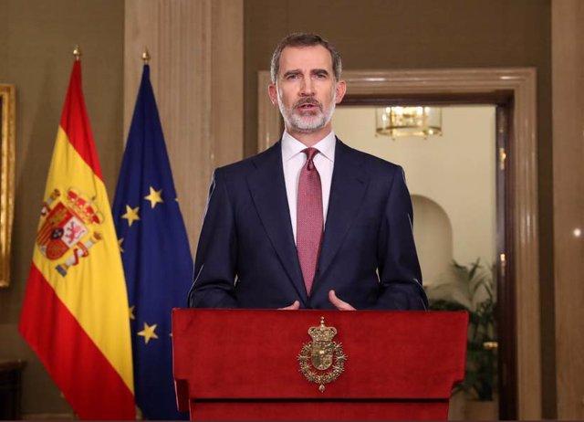 El Rey Felipe VI se dirige a la nación en un mensaje televisado, por la crisis del coronavirus, en el palacio de La Zarzuela el 18 de marzo de 2020.
