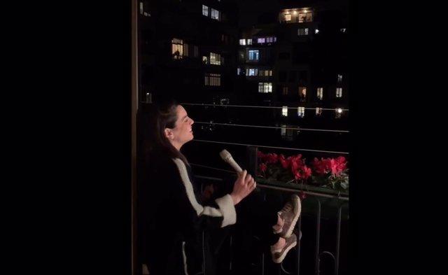 Ruth Lorenzo canta desde su balcón