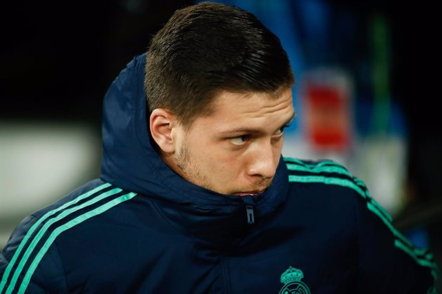Fútbol.- Jovic ignora la cuarentena del Real Madrid y regresa a Serbia