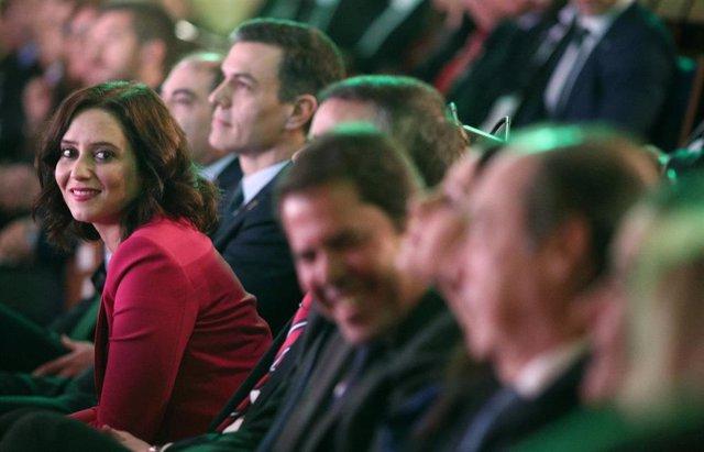 Imagen de recurso de la presidenta de la Comunidad de Madrid, Isabel Díaz Ayuso, y el presidente del Gobierno, Pedro Sánchez (a su derecha), durante la clausura de la Asamblea de elecciones de la Asociación de Trabajadores Autónomos, en Madrid.