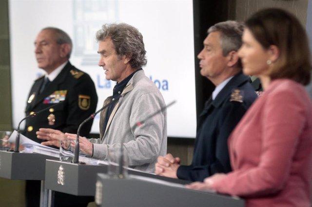 (I-D) El DAO de la Policía, José Ángel González; el director del Centro de Coordinación de Alertas y Emergencias Sanitarias, Fernando Simón;