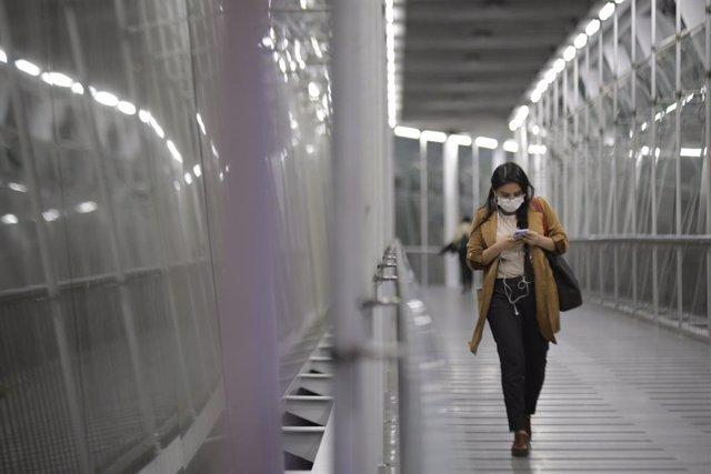 Coronavirus.- Colombia prohíbe la entrada de extranjeros durante un mes