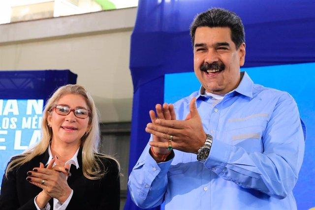 El presidente de Venezuela, Nicolás Maduro, junto a su mujer, Cilia Flores