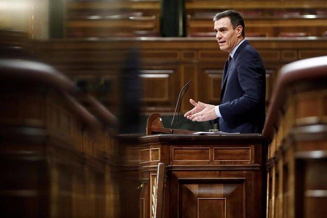 El presidente del Gobierno, Pedro Sánchez, durante el pleno extraordinario celebrado este miércoles para explicar la declaración del estado de alarma y las medidas para paliar las consecuencias de la pandemia provocada por el coronavirus, en Madrid (Españ