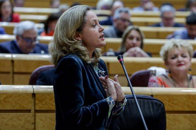 La vicepresidenta tercera y ministra de Asuntos Económicos y Transformación Digital, Nadia Calviño, responde a la pregunta sobre las conclusiones que saca el Gobierno del paquete de invierno presentado por la Comisión Europea en el que se le advierte dire